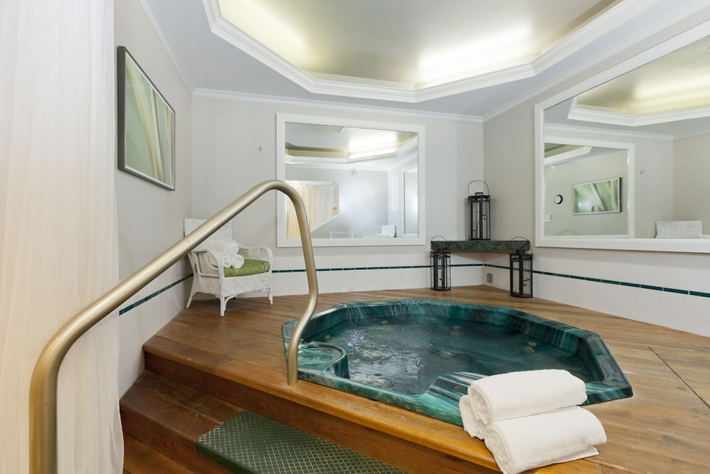 Indoor Spa Tub, Elm Hurst Inn & Spa