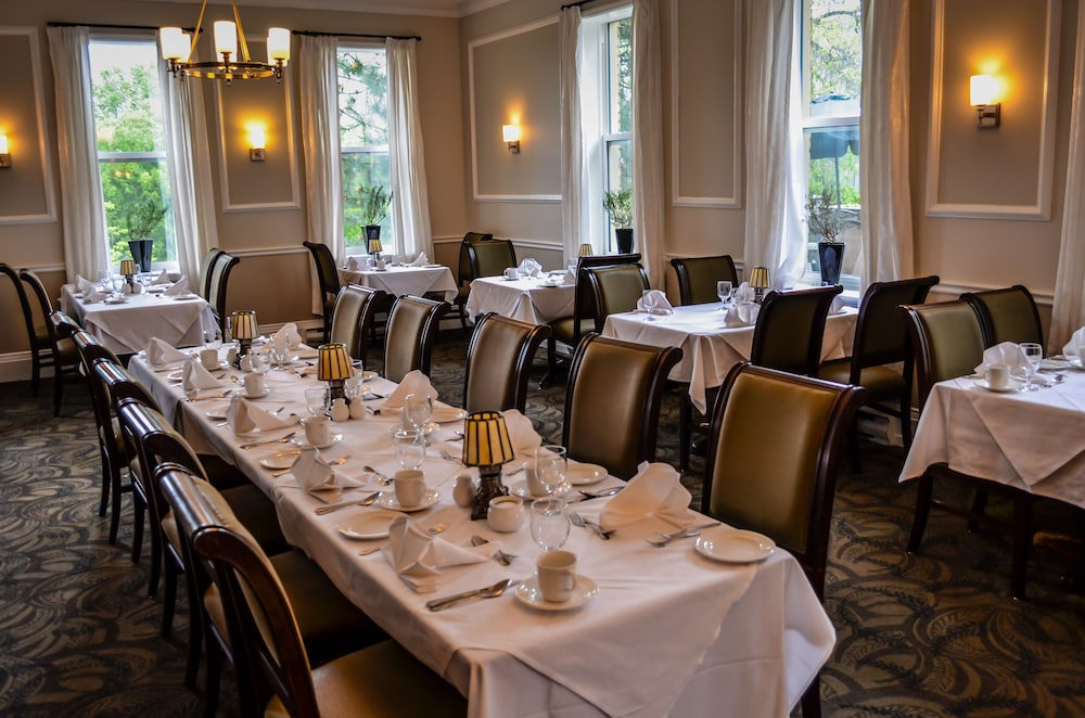 Dining, Elm Hurst Inn & Spa