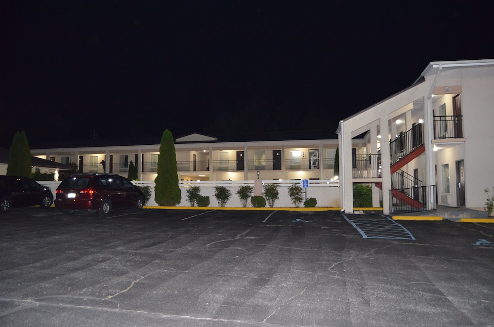 Front of Property - Evening/Night, Travel Inn Kingsport