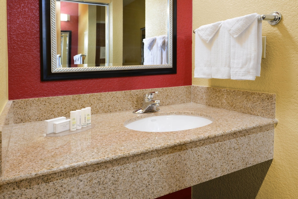 Bathroom, Courtyard by Marriott Fort Worth University Drive