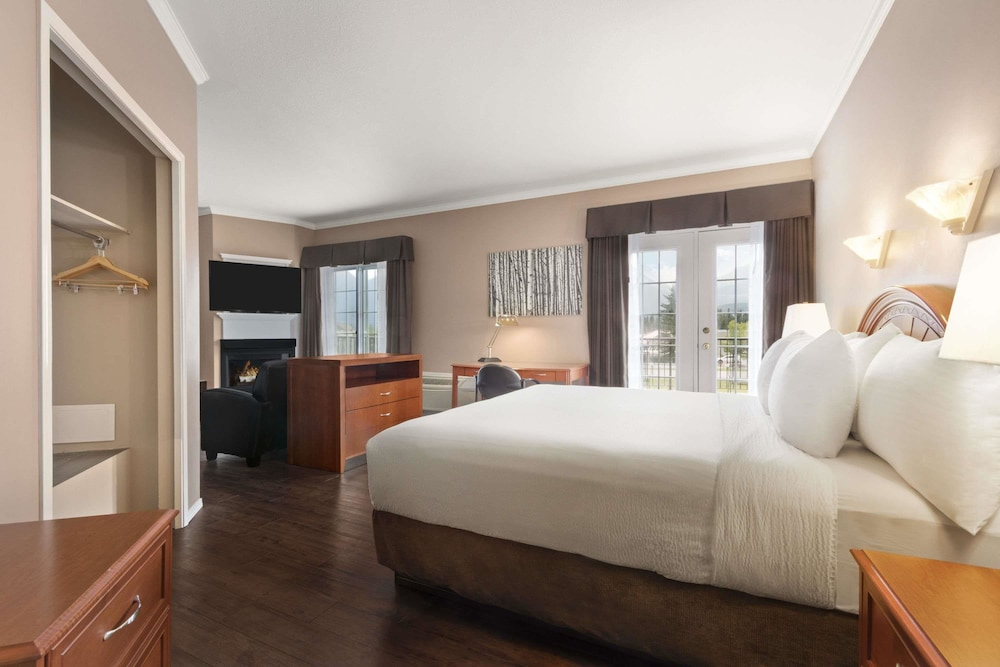 Room, Days Inn by Wyndham Canmore