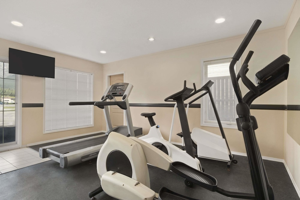 Fitness Facility, Days Inn by Wyndham Canmore