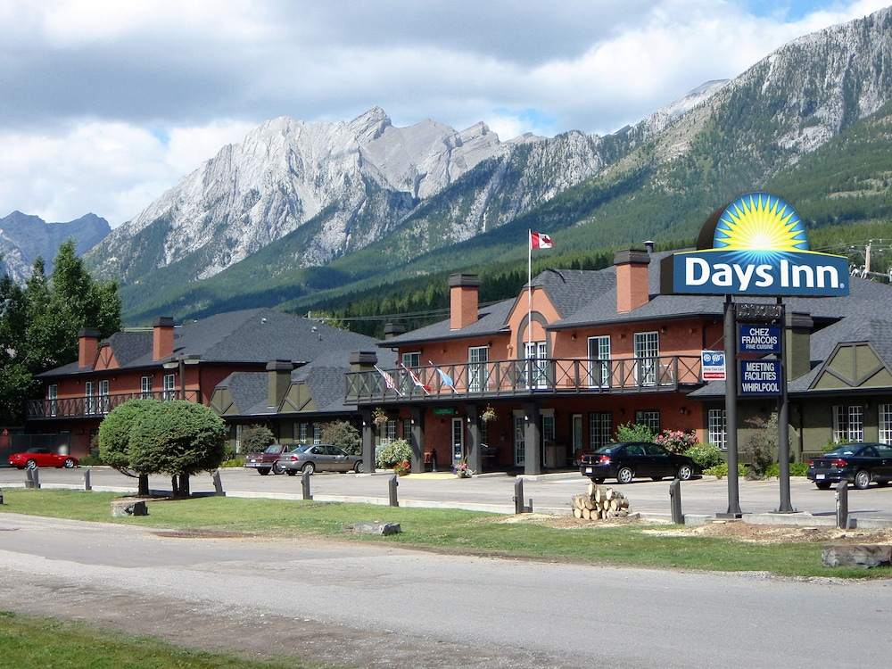 Front of Property, Days Inn by Wyndham Canmore