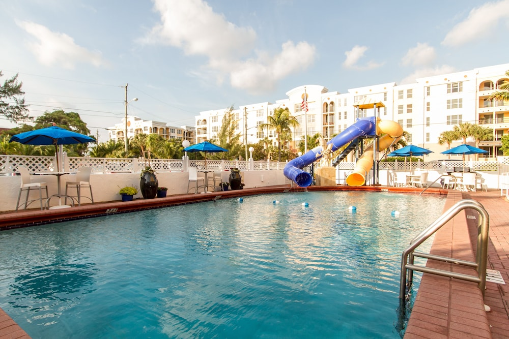 Outdoor Pool, Comfort Inn Oceanside Deerfield Beach