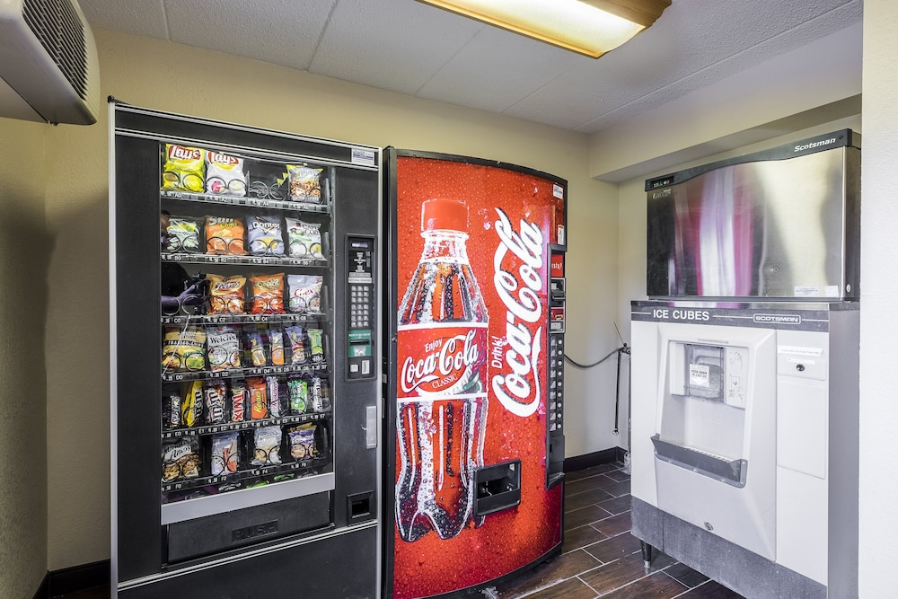 Vending Machine, Red Roof Inn Boston Southborough/Worcester