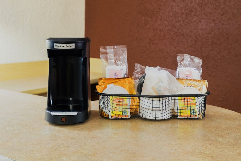 Coffee and/or Coffee Maker, Red Roof Inn Boston Southborough/Worcester