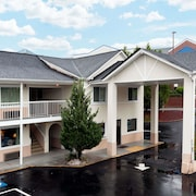 Days Inn by Wyndham Dahlonega