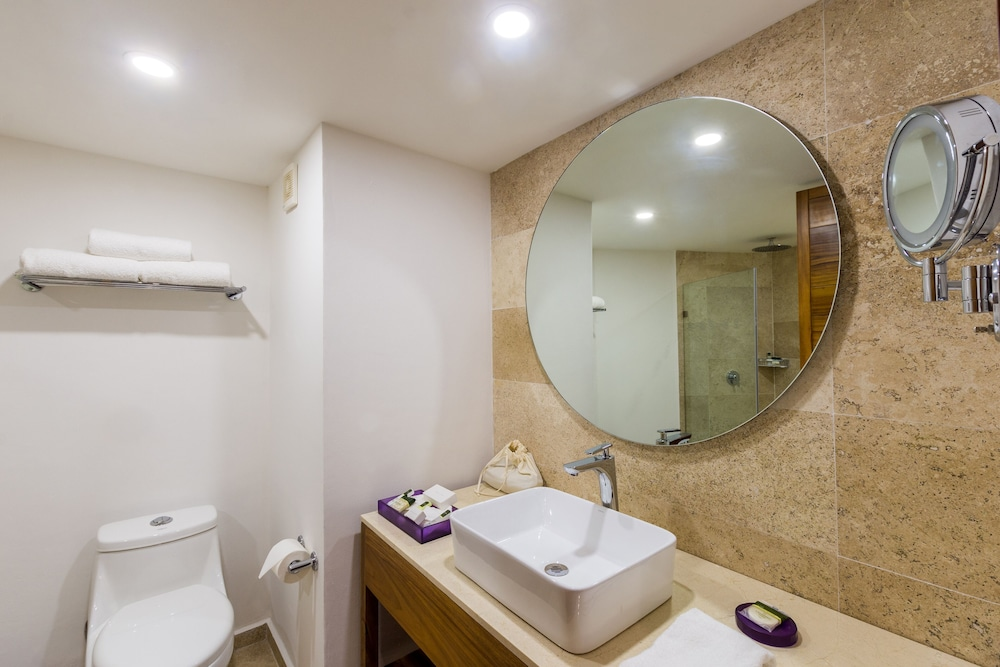 Bathroom, Buenaventura Grand Hotel & Great Moments - All Inclusive