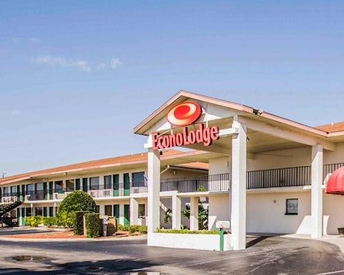 Check Expedia for Availability of Econo Lodge Sebring