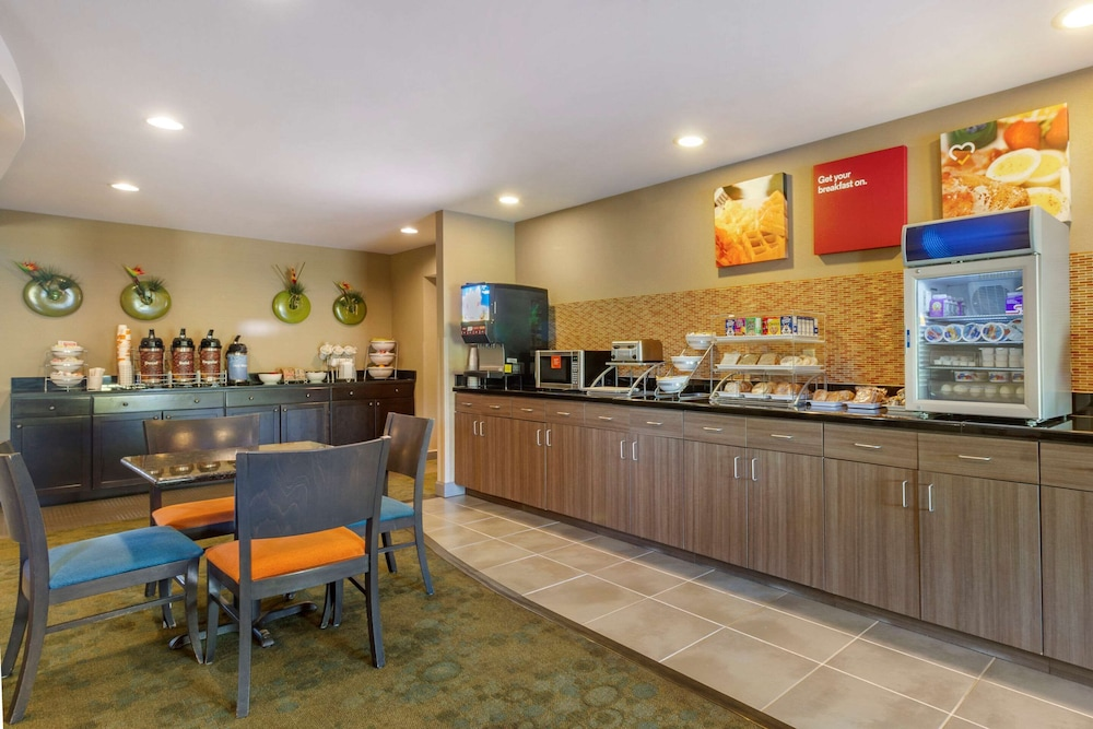 Breakfast Area, Comfort Suites Knoxville West - Farragut