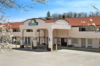 Days Inn by Wyndham Monroeville Pittsburgh