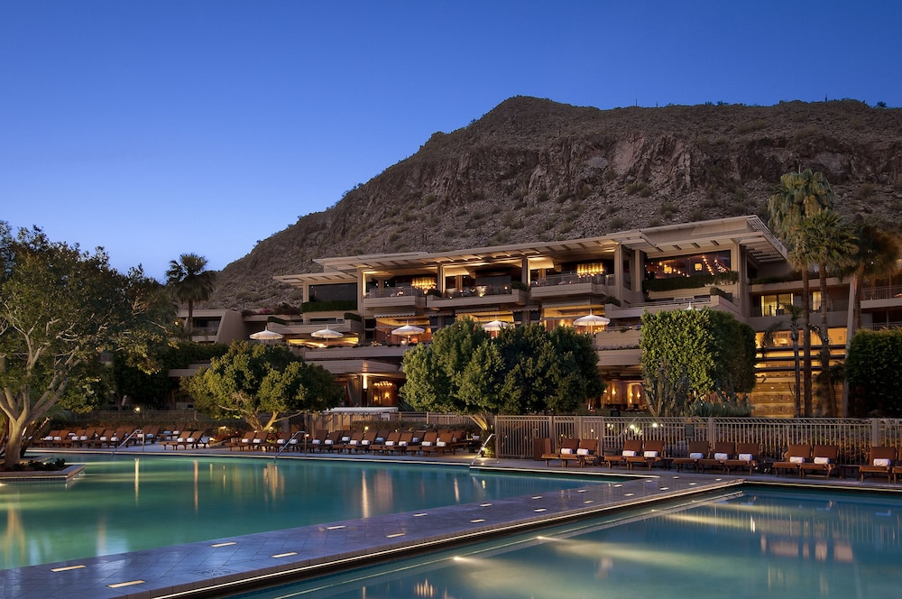 The phoenician a luxury collection resort scottsdale for Luxury collection hotels