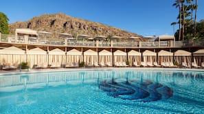 9 개의 야외 수영장, 카바나(요금 별도), 수영장 파라솔