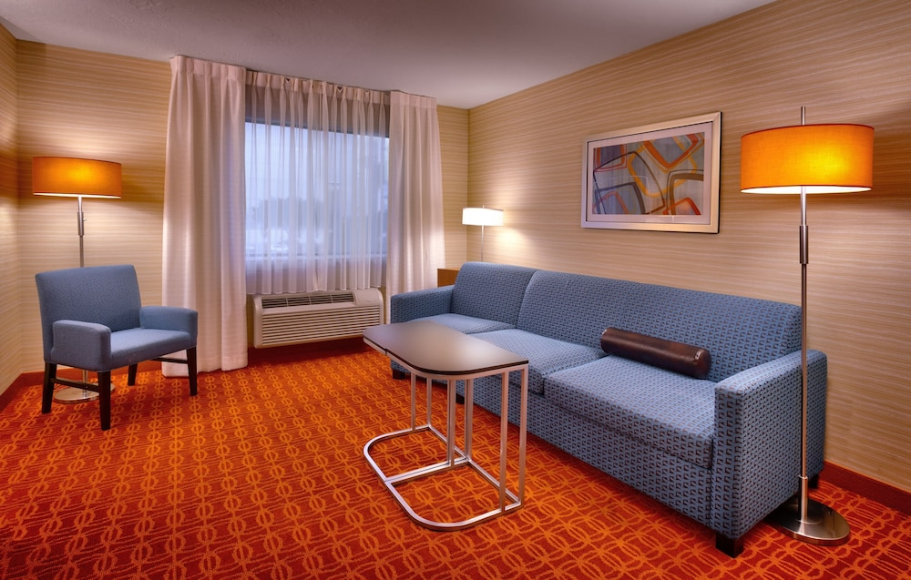 Living Area, Fairfield Inn and Suites by Marriott Salt Lake City Downtown
