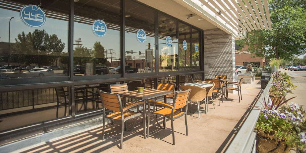 Outdoor Dining, The Rushmore Hotel & Suites, BW Premier Collection