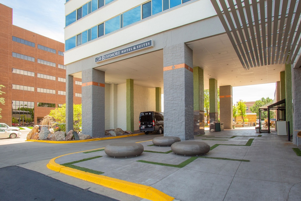 Property Entrance, The Rushmore Hotel & Suites, BW Premier Collection