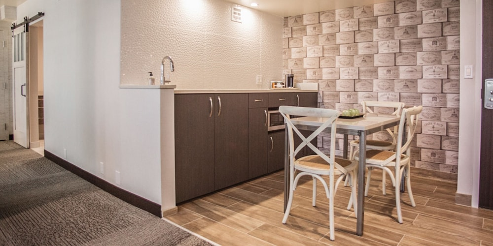 Private Kitchen, The Rushmore Hotel & Suites, BW Premier Collection