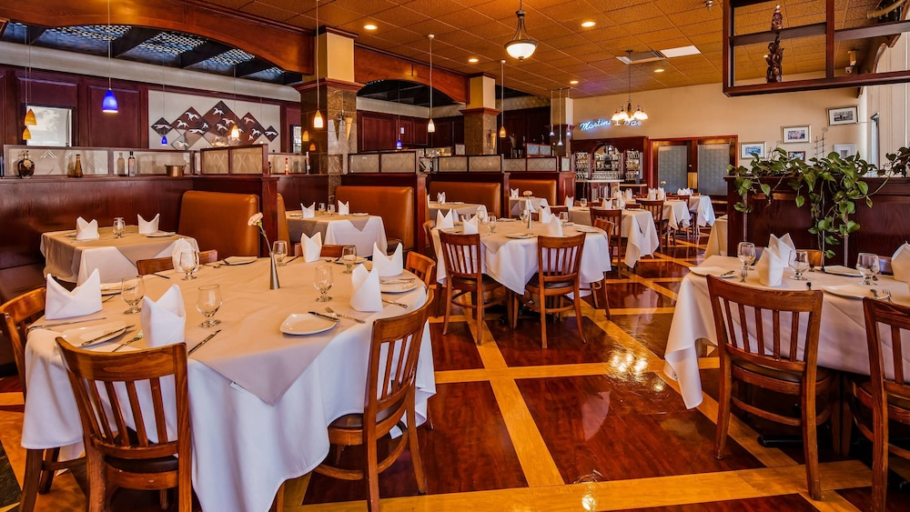 Restaurant, The Rushmore Hotel & Suites, BW Premier Collection