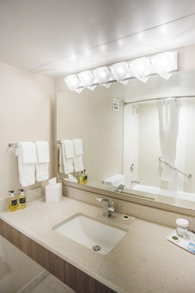 Bathroom, The Rushmore Hotel & Suites, BW Premier Collection