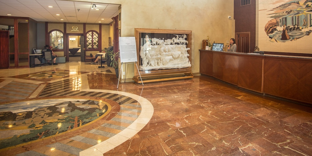 Reception, The Rushmore Hotel & Suites, BW Premier Collection