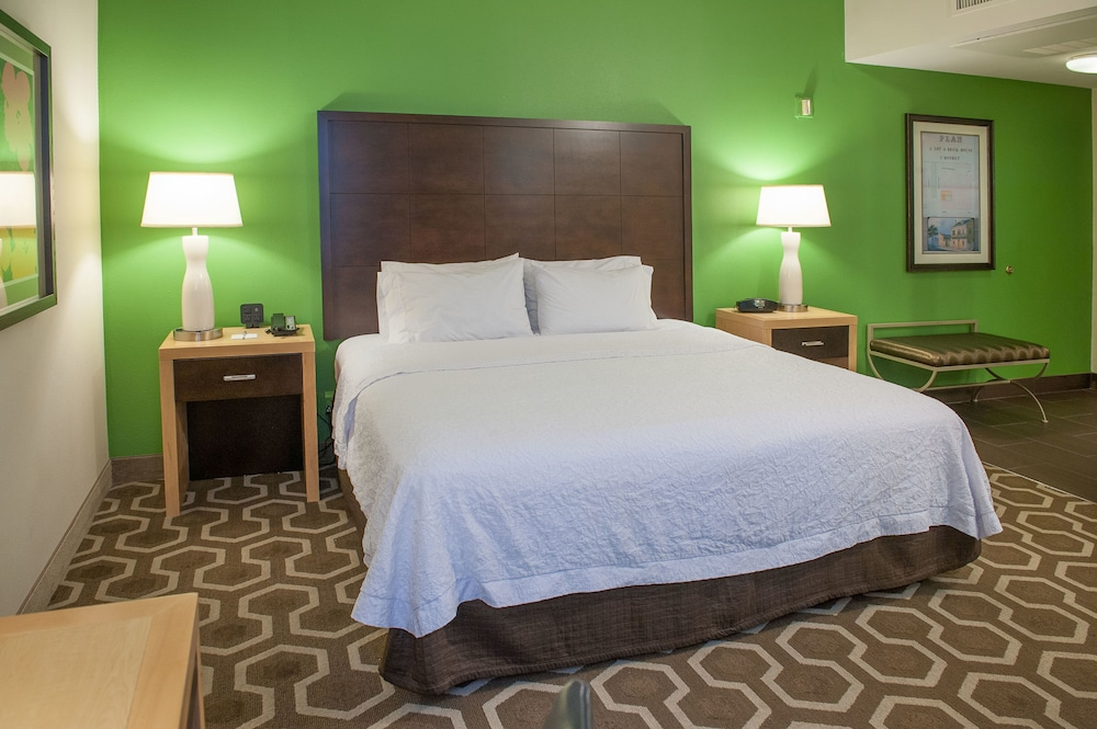 Hampton Inn & Suites New Orleans Dwtn, New Orleans - Room Prices ...