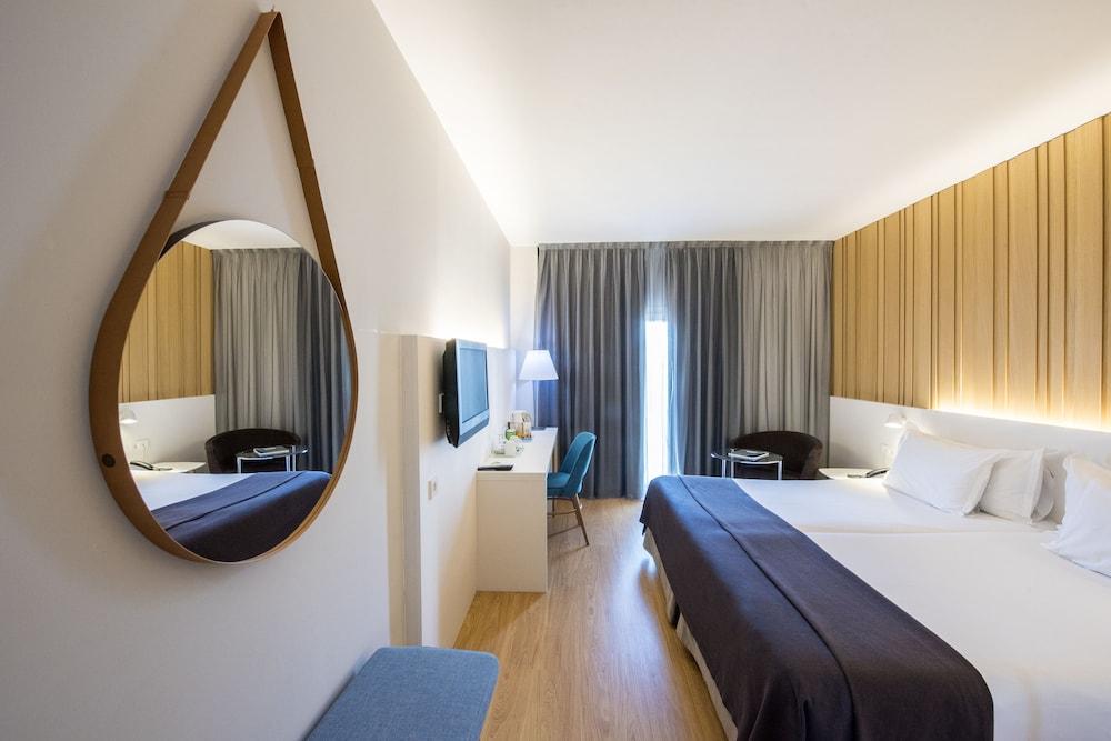 https://images.trvl-media.com/hotels/1000000/20000/10800/10794/d387b35b_z.jpg