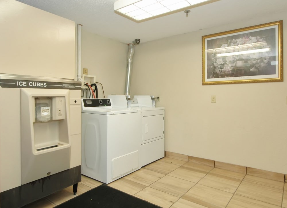 Laundry, Red Roof Inn PLUS+ Chicago - Hoffman Estates