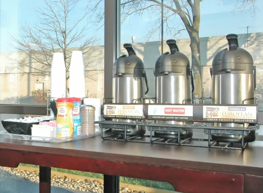 Coffee Service, Red Roof Inn PLUS+ Chicago - Hoffman Estates