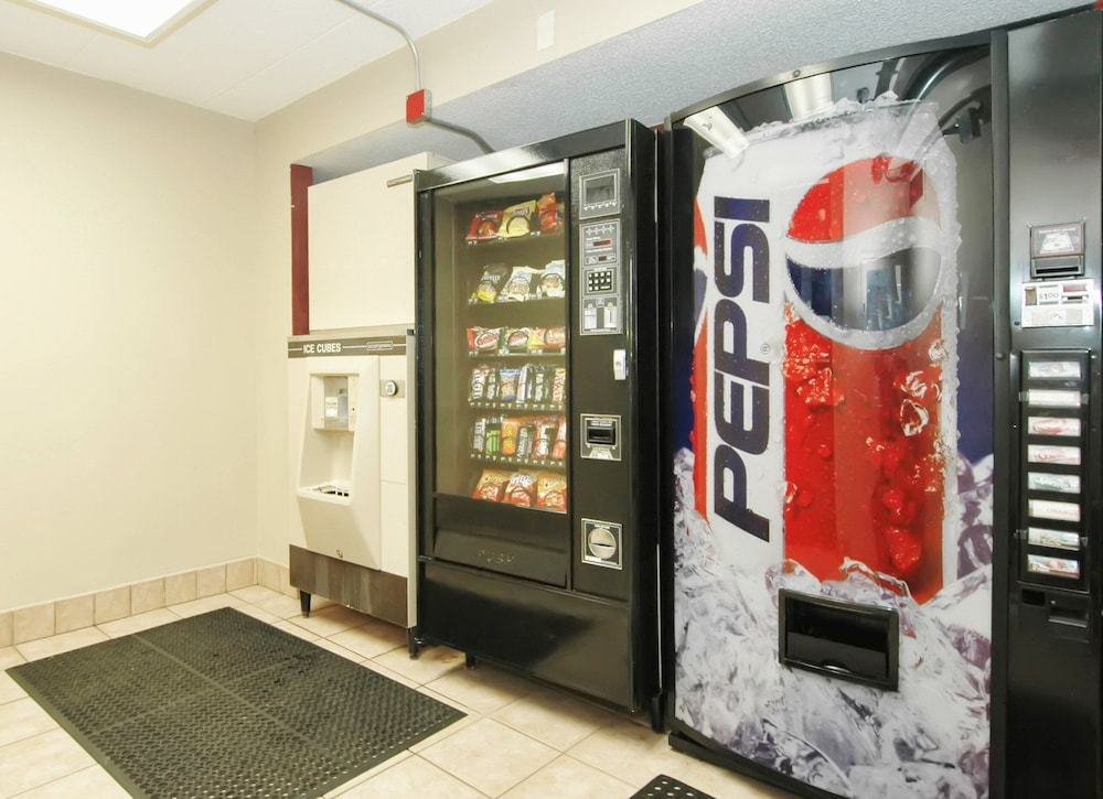 Vending Machine, Red Roof Inn PLUS+ Chicago - Hoffman Estates