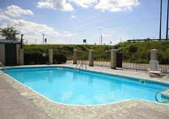 Outdoor Pool, Econo Lodge Brownsville