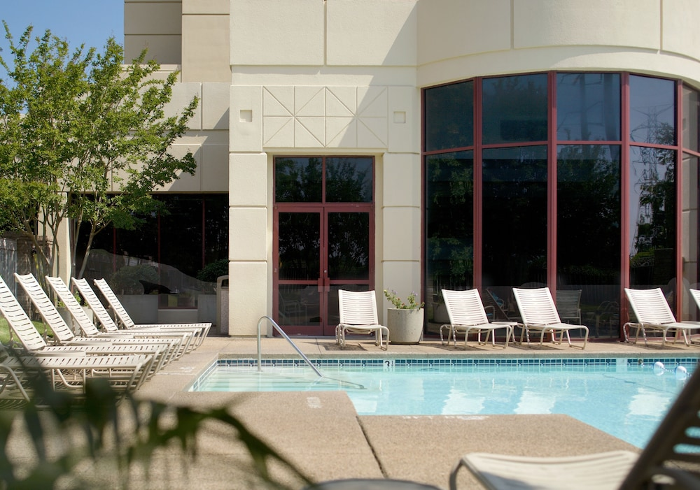Outdoor Pool, Crowne Plaza Memphis East