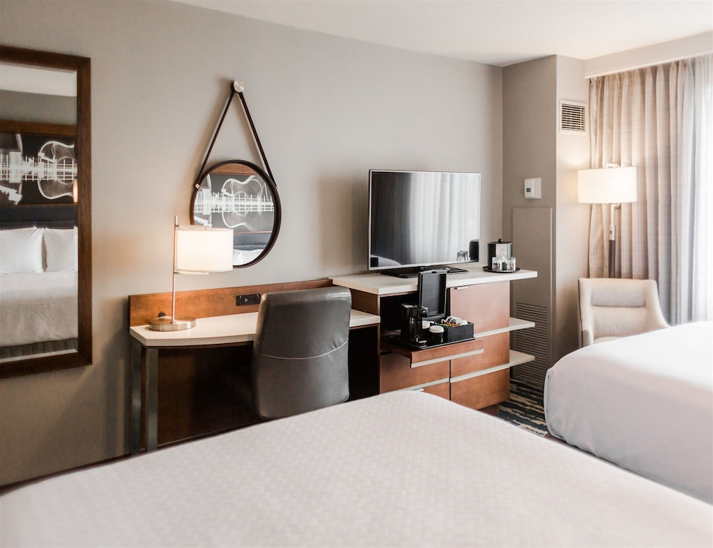 Room, Crowne Plaza Memphis East