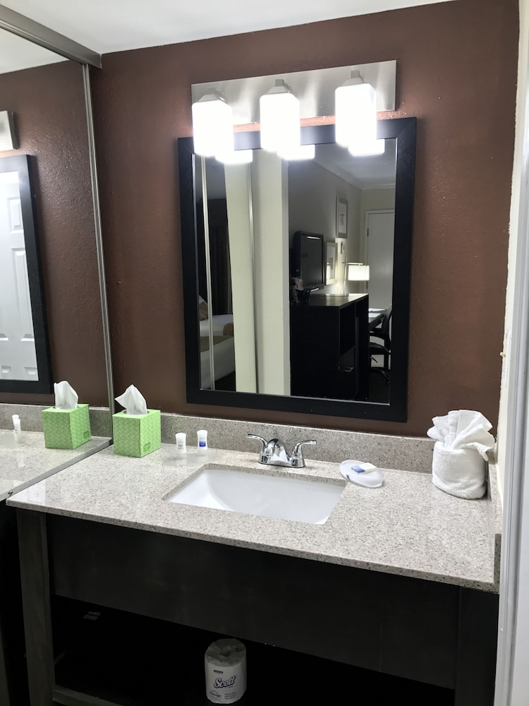 81 Best Images About Bi Level Homes On Pinterest: Best Western Yuma Mall Hotel & Suites: 2019 Room Prices