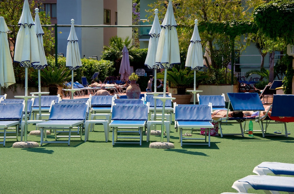 Outdoor Pool, Central Hotel