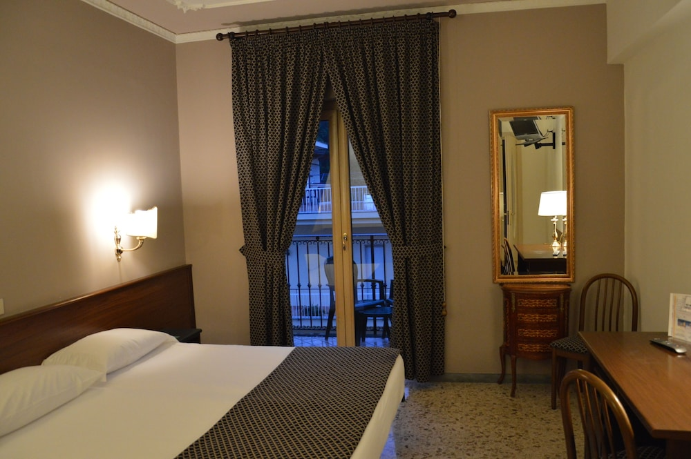 Room, Central Hotel