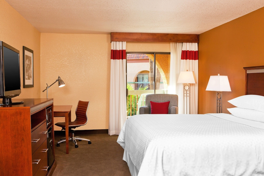 Room, Four Points by Sheraton Tucson Airport