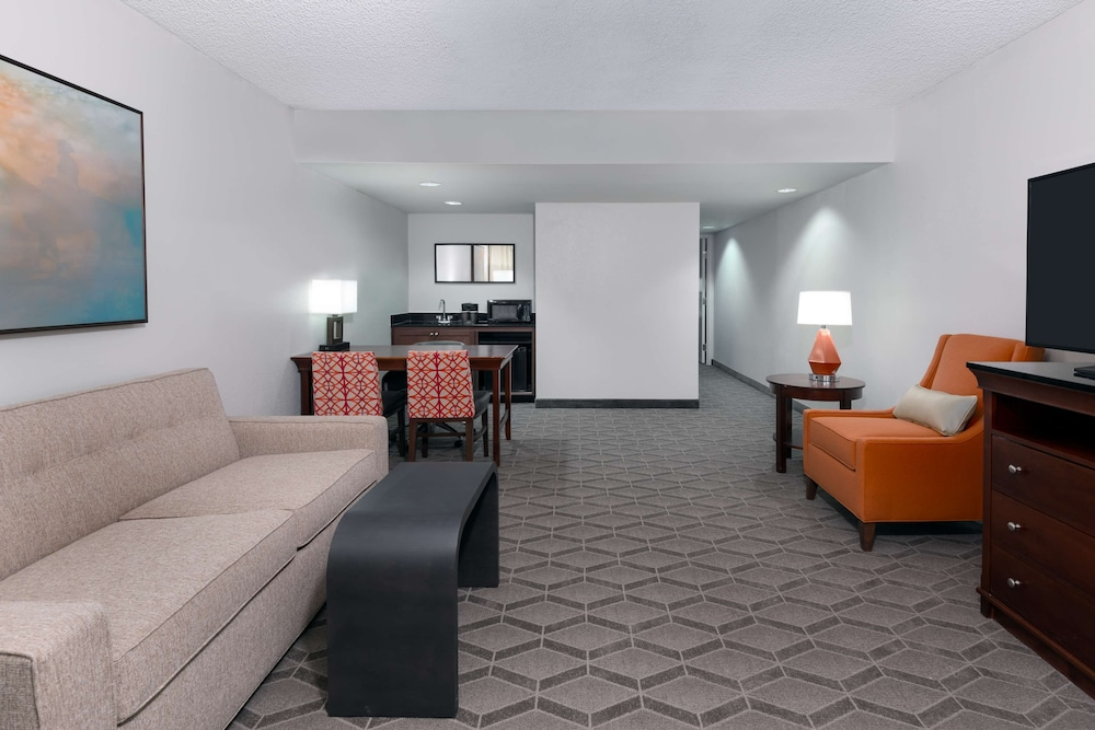 Living Area, Embassy Suites by Hilton - Dallas Park Central Area