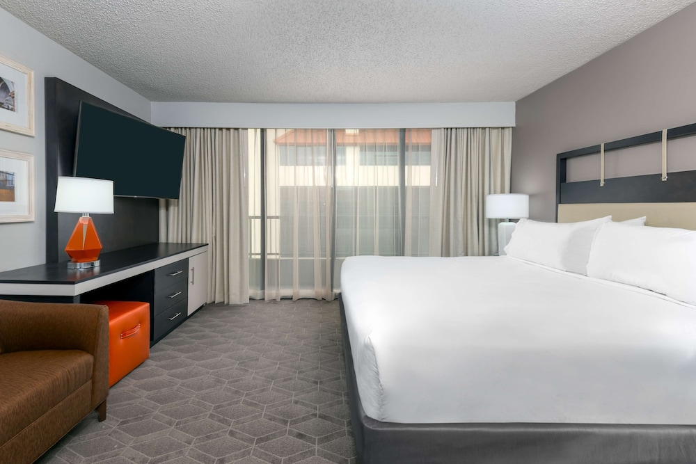 Room, Embassy Suites by Hilton - Dallas Park Central Area