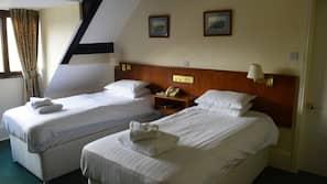 Premium bedding, desk, linens