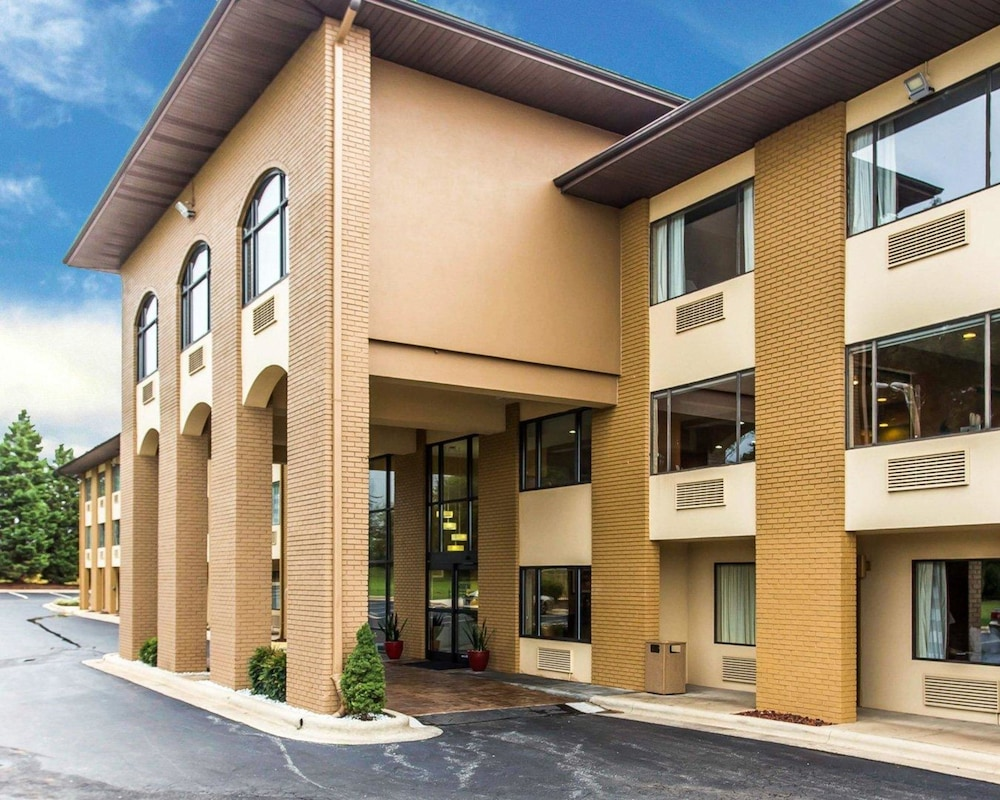 Quality Inn: 2018 Room Prices $76, Deals & Reviews | Expedia