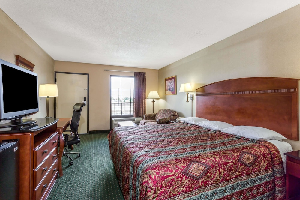 Room, Days Inn by Wyndham Camp Springs/Andrews AFB DC Area