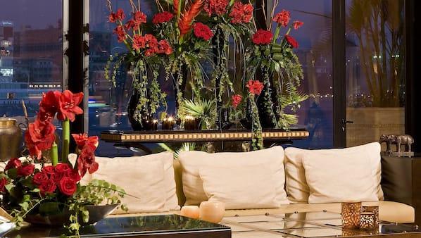 2 bars/lounges, poolside bar
