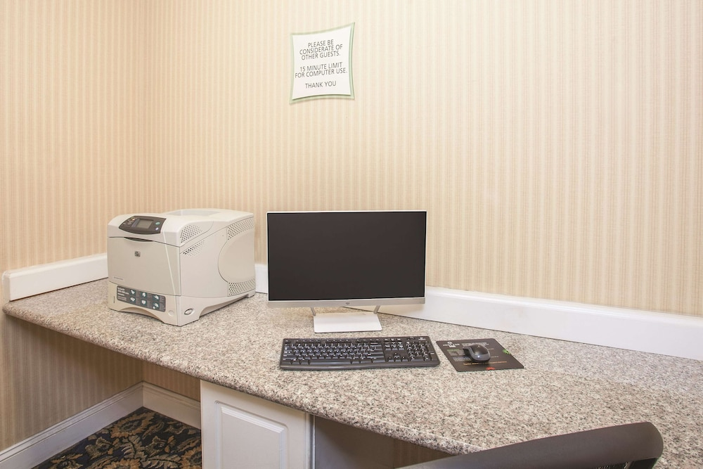 Business Center, La Quinta Inn by Wyndham Berkeley