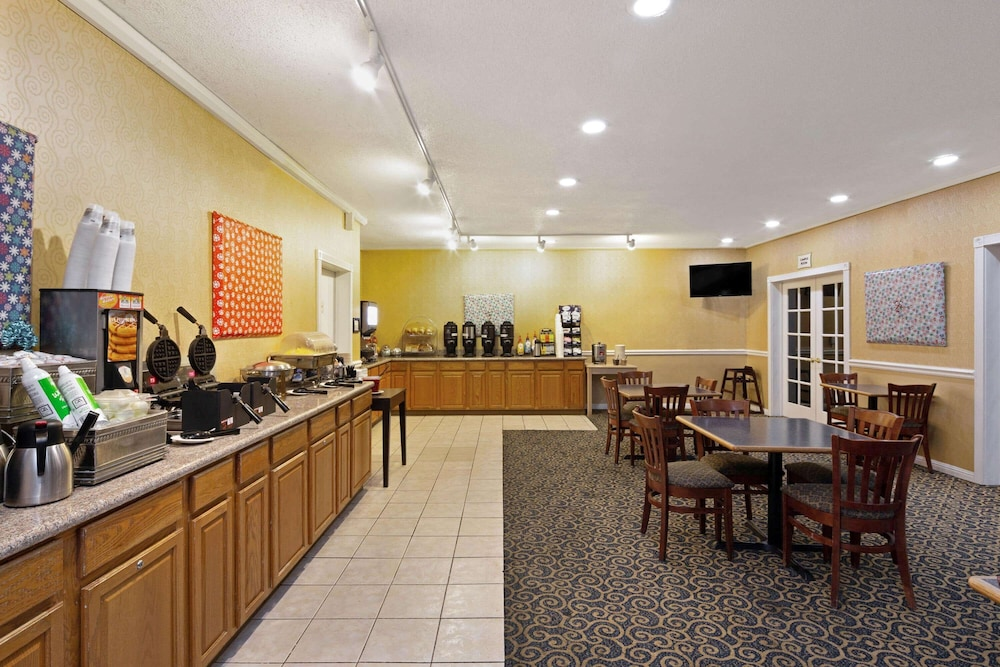 Breakfast Area, La Quinta Inn by Wyndham Berkeley