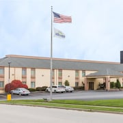 Days Inn & Suites Bloomington/Normal IL