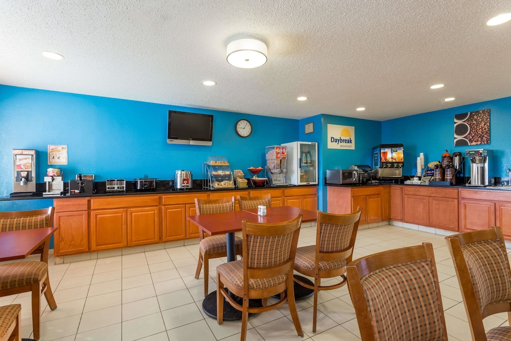 Days Inn & Suites by Wyndham Bloomington/Normal IL: 2019 Room Prices