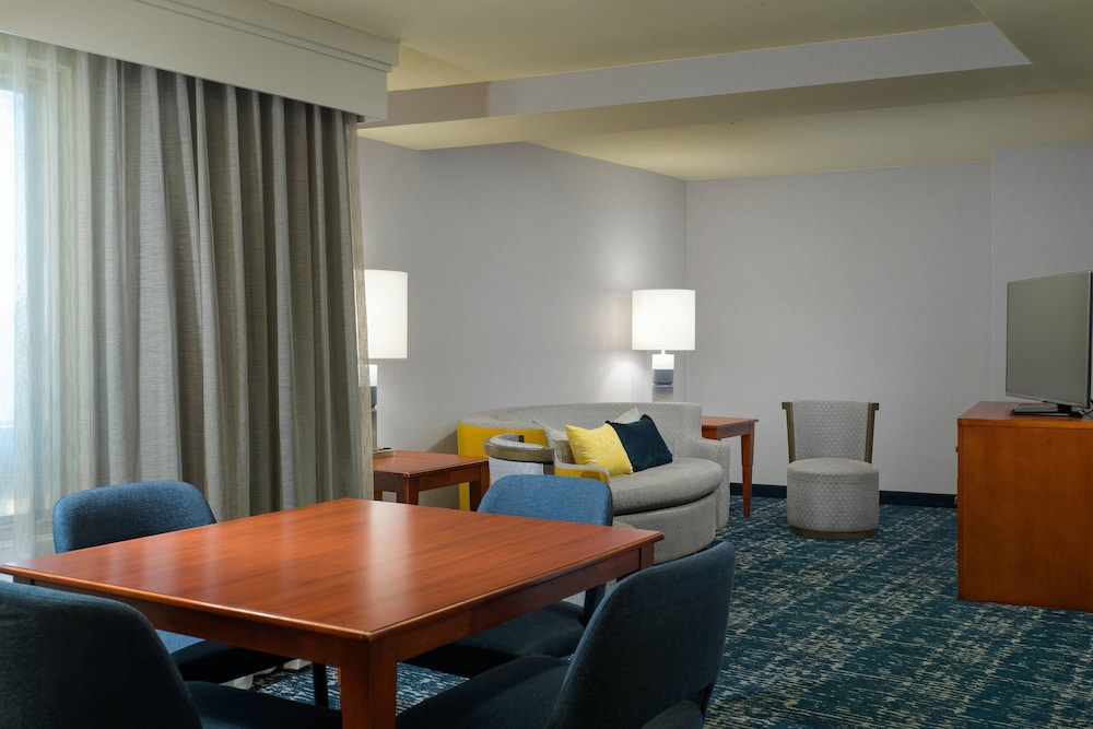 Room, Courtyard by Marriott Old Town