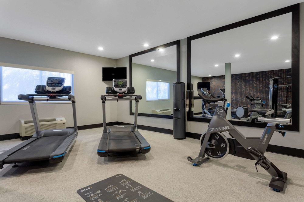 Fitness Facility, La Quinta Inn & Suites by Wyndham Ft. Myers-Sanibel Gateway