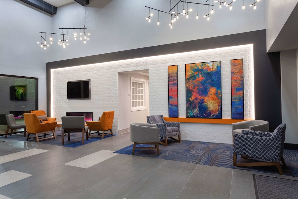 Lobby, La Quinta Inn & Suites by Wyndham Ft. Myers-Sanibel Gateway