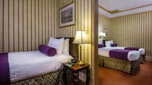Hochwertige Bettwaren, Zimmersafe, Schreibtisch, Bügeleisen/Bügelbrett